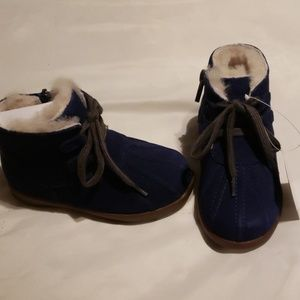Boy's Ugg boot size 7 toddler